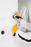 Arbeider die een pen bevestigen Stock Afbeelding
