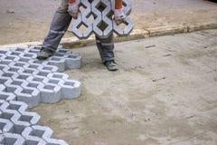 Arbeider die nieuwe parkerenplaatsen bedekken Stock Afbeelding