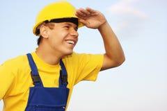 Arbeider die, ogen van de zon behandelt vooruit kijkt die Stock Foto