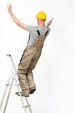 Arbeider die van ladder vallen Stock Foto