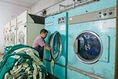 Arbeider in een Chinese kledingstukfabriek Royalty-vrije Stock Foto's