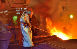 Arbeider en productie van gietijzer royalty-vrije stock afbeeldingen