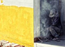 Arbeider het bevestigen muur Royalty-vrije Stock Fotografie