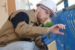 Arbeider het inspecteren de baluster van de schilverf Royalty-vrije Stock Afbeelding