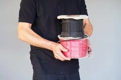 Arbeider met broodjes van de kabel royalty-vrije stock afbeelding