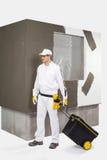 Arbeider met een doos van hulpmiddelen Stock Foto's