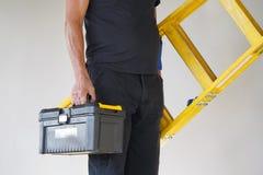 Arbeider met houten ladder royalty-vrije stock afbeeldingen