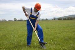 Arbeider met Schop op een Groen Gazon Stock Fotografie