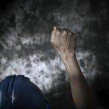 Arbeider met zijn die vuist aan de lucht wordt opgeheven Stock Afbeeldingen