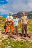 Arbeiders die het de Gletsjer Nationale Park bevestigen van de Planksleep Stock Fotografie