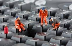 Arbeiders die toetsenbord herstellen stock foto's