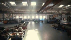 Arbeiders in fabriek Timelapse stock video