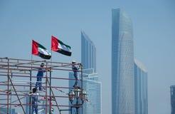 Arbeiders op de achtergronden van Abu Dhabi Stock Fotografie