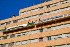 Arbeiders op de buitensteigerlift Royalty-vrije Stock Fotografie