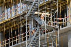 Arbeiders op een bouwwerf Royalty-vrije Stock Foto's