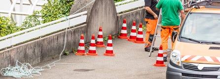 Arbeiders op een wegenbouw stock fotografie