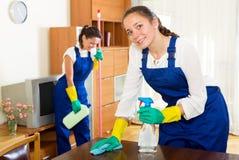 Arbeiders van het schoonmaken van bedrijf royalty-vrije stock afbeelding