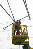 Arbeidersreparatie catenary Royalty-vrije Stock Foto's