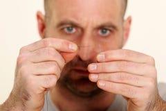Die nähende Hand, verlegen eine Nadel Stockfotos