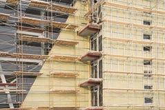 Arbeit über einer Fassade lizenzfreies stockfoto