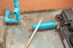 Arbeit über Reparatur-Rohr Stockfoto