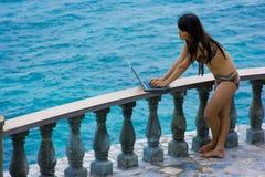Arbeit überall im Paradies stockfotos