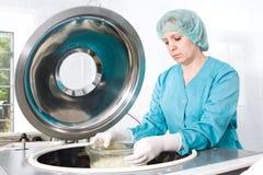 Arbeit in der Knochenquerneigung Lizenzfreies Stockfoto