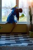 Arbeit einer Hausgehilfin lizenzfreies stockfoto
