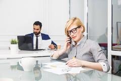 Arbeit im Büro Lizenzfreie Stockfotos