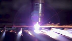 Arbeit mit Eisen und Stahl stock video footage