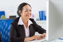 Arbeiten an Computer Stockfoto