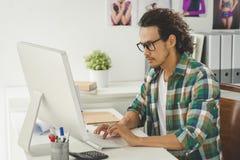 Arbeiten an Computer Lizenzfreies Stockbild