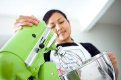 Arbeiten an der Küche stockbilder