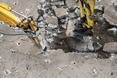 Arbeiten der schweren Baugeräte über den Bau und das repai stockfotos