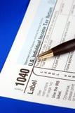 Arbeiten an der Staat-Einkommenssteuer 1040 Lizenzfreie Stockfotografie