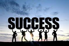 Arbeiten in der Zusammenarbeit für Erfolg stockfotos