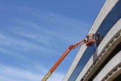 Arbeiten an einem Gebäude in der Stadt Lizenzfreie Stockfotografie