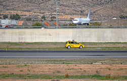 Arbeiten am Flughafen Lizenzfreie Stockfotos