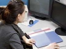 Arbeiten im Büro Stockfoto