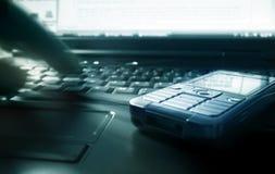 Arbeiten mit dem Laptop Stockfotografie
