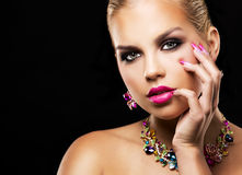 Arbeiten Sie blonde Frau des Frühlingssommers mit perfekter Haut um Stockfotografie