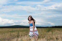 Arbeiten Sie Foto der jungen schönen Frau um Lizenzfreie Stockfotos