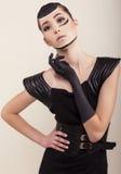 Arbeiten Sie Foto des schönen asiatischen Mädchens im eleganten Kleid mit Handschuh um Stockfoto