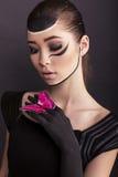Arbeiten Sie Foto des schönen asiatischen Mädchens mit gemaltem Gesicht um Lizenzfreies Stockbild