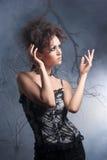 Arbeiten Sie Foto einer jungen Dame um, die in der Wäsche gekleidet wird Lizenzfreies Stockfoto