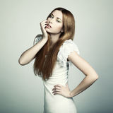 Arbeiten Sie Foto einer jungen Frau mit dem roten Haar um Lizenzfreies Stockbild