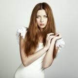 Arbeiten Sie Foto einer jungen Frau mit dem roten Haar um Lizenzfreie Stockbilder