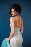 Arbeiten Sie Foto schöner Dame im eleganten Abendkleid um lizenzfreie stockfotografie