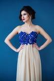 Arbeiten Sie Foto schöner Dame im eleganten Abendkleid um stockfoto