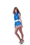 Arbeiten Sie Frau im Blau c-durch Bluse, BH und kurze Hosen um Stockbilder